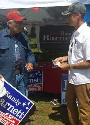 Randy Barnett talks to a fellow veteran at Sunfest in Bartlesville